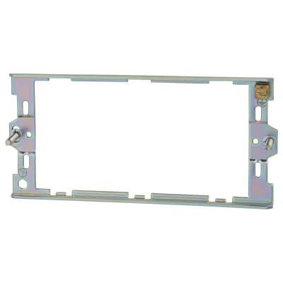 Deta 3 Gang Grid Mounting Plate