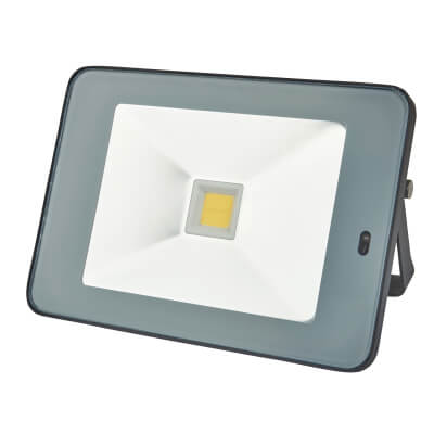30W 4000K Slim LED Microwave Floodlight with Photocell - Black/Silver)