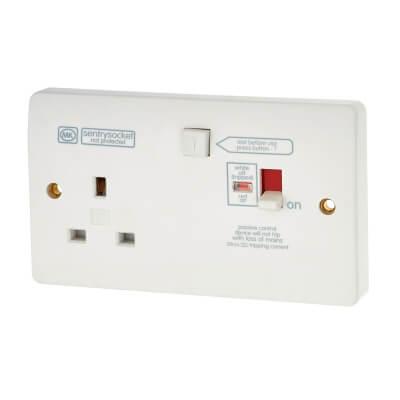 MK Logic Plus 13A 1 Gang RCD Protected Switch Socket - White)