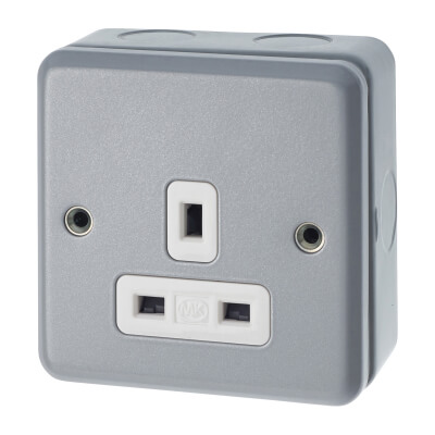 MK 13A 1 Gang Metalclad Unswitched Socket - Grey)