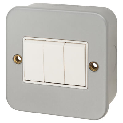 6A 3 Gang Plate Switch - Metal Clad