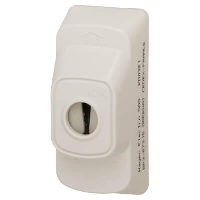 Hager Klik 6A 3 Terminal 3 Pin Plug without Lead - White)