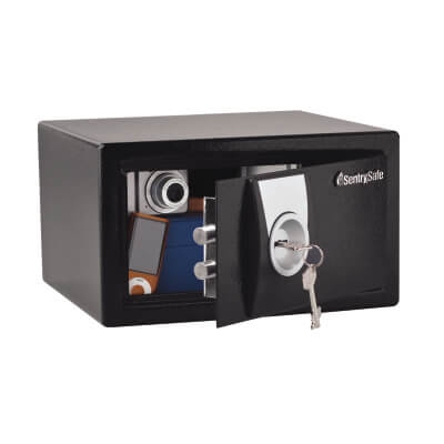 Masterlock X031 Security Safe - 167 x 290 x 264mm - Black)