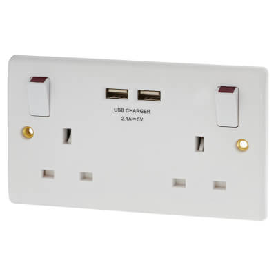 BG Nexus 13A 2 Gang Switched Socket with 2 x USB - 2.1A - White)
