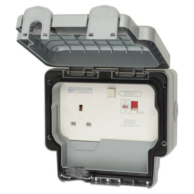 MK Masterseal Plus 13A 30mA IP66 1 Gang Weatherproof RCD Protected Switched Socket Outlet - Grey)