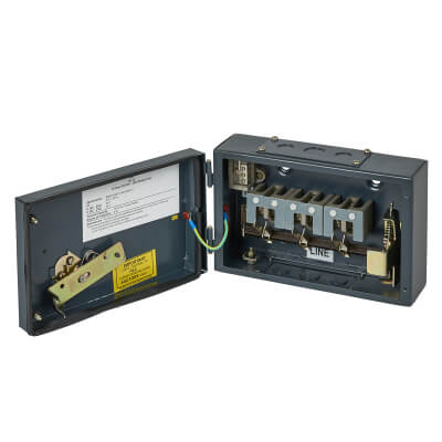 CED 32A 3 Phase Switch Isolator)