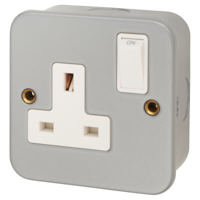 13A 1 Gang Metal Clad Switched Socket - Grey)