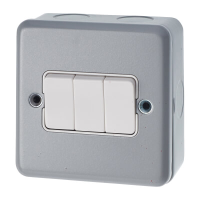 MK 10A 3 Gang Single Pole 2 Way Metalclad Switch - Grey