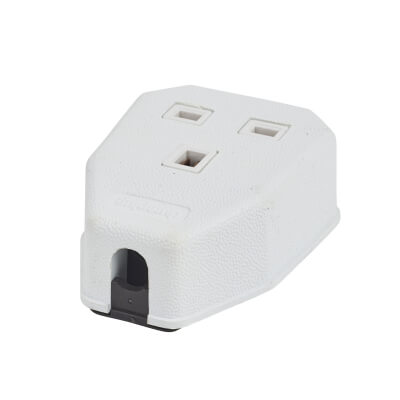 MK Duraplug 13A 1 Gang Trailing Socket - White)